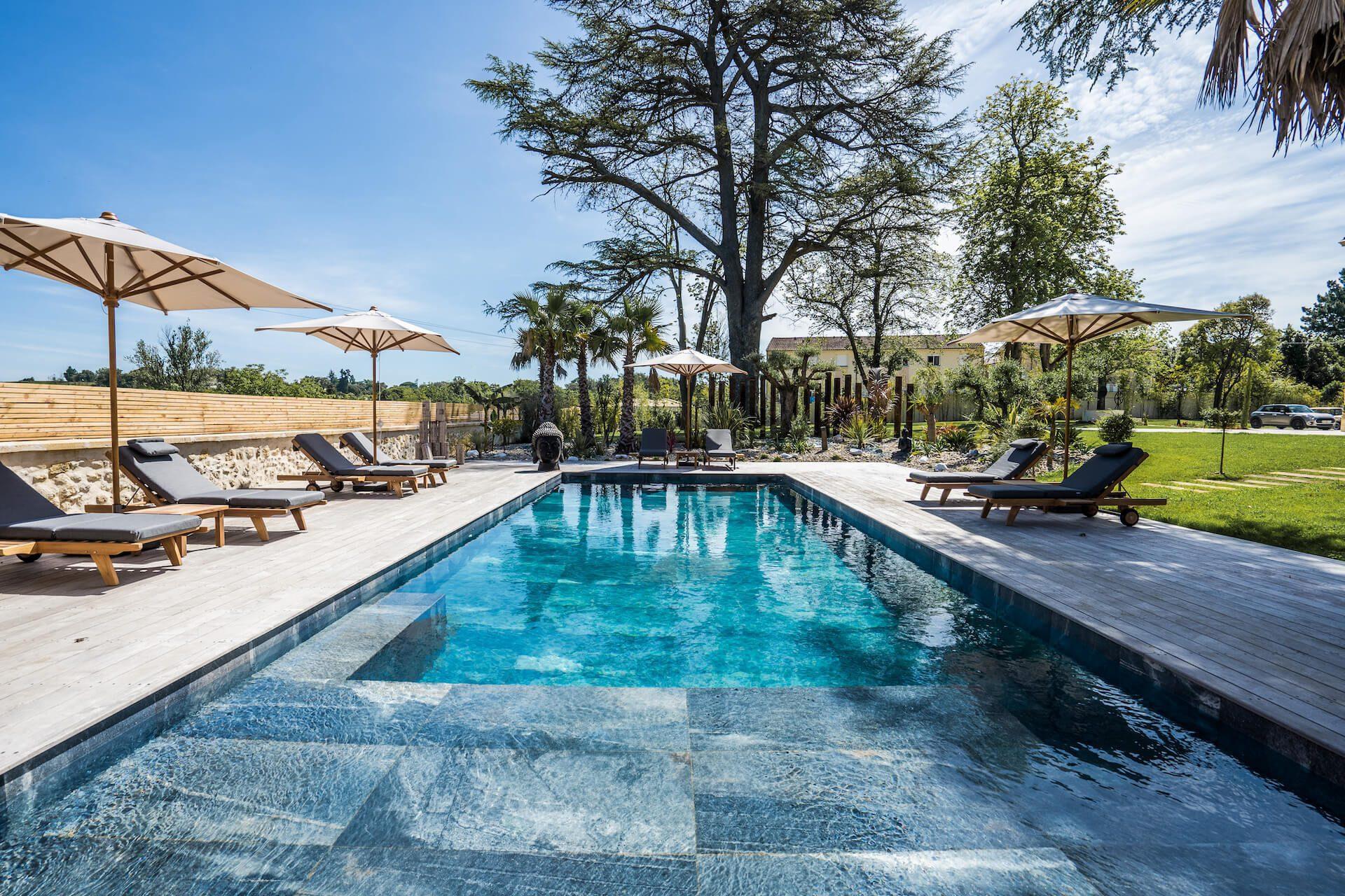 piscine - les propriétaires château grand arnaud chambres d'hôtes réception et séminaires bordeaux